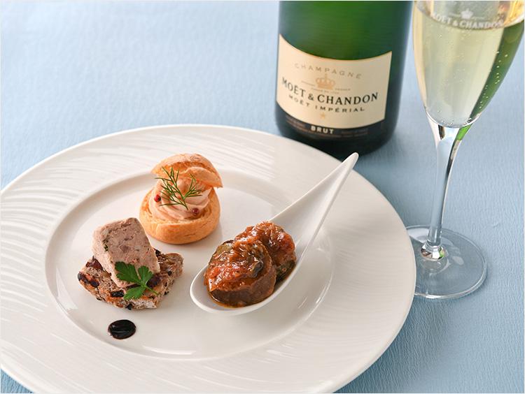 <ラ・ターブル・エディアール>シャンパンと3種のミニ・アペリティフ