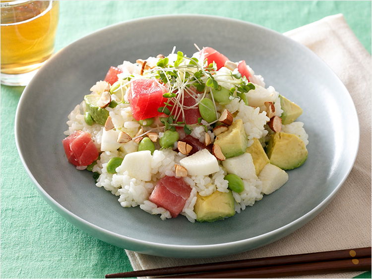 マグロ・アボカド・とろろのサラダ寿司風