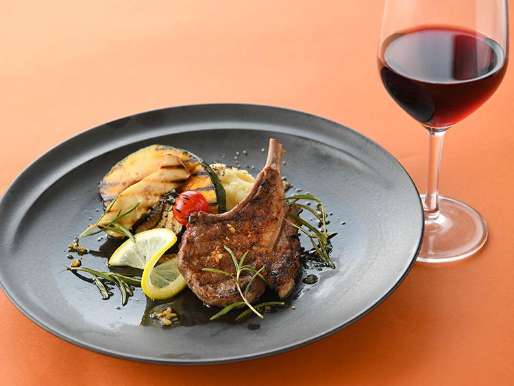 <トラットリア・ターボロ・ディ・フィオーリ>の秋野菜とラム肉のグリル(にんにくローズマリー風味)