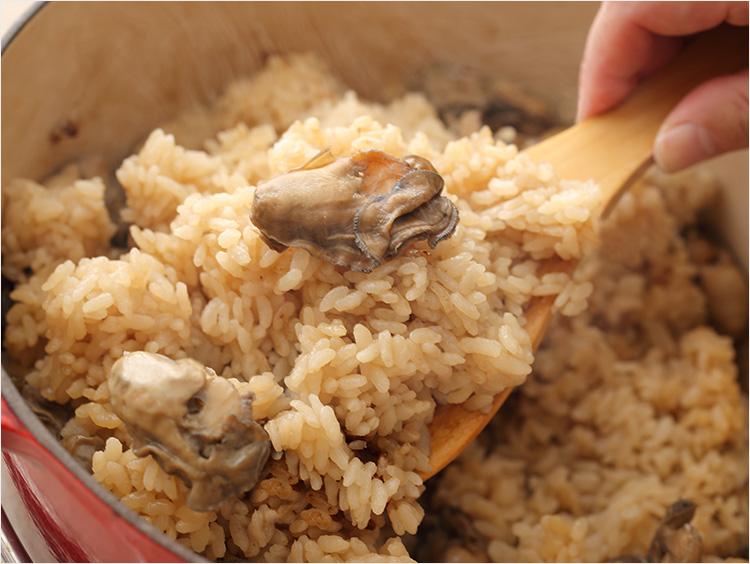炊き上がった牡蠣ごはん