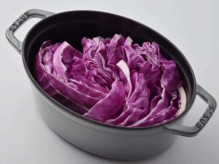 紫キャベツを入れる