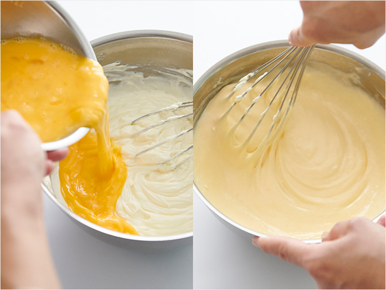 溶き卵を加えて混ぜているところ