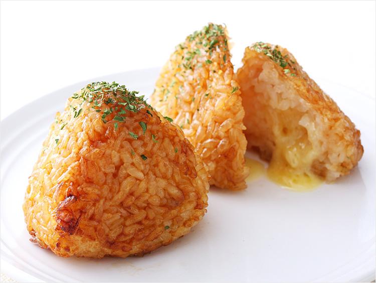 <醸す>チーズの焼きおむすび