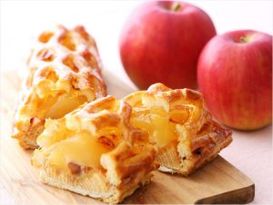 個性派アップルパイ6種を食べ比べ。注目はバウムクーヘンやシフォンケーキ入り!?