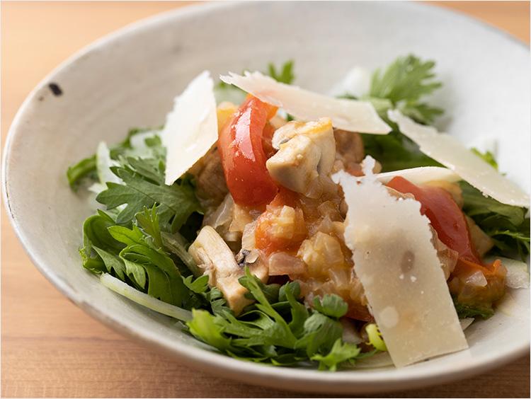 春菊とオニオントマトソースのサラダ