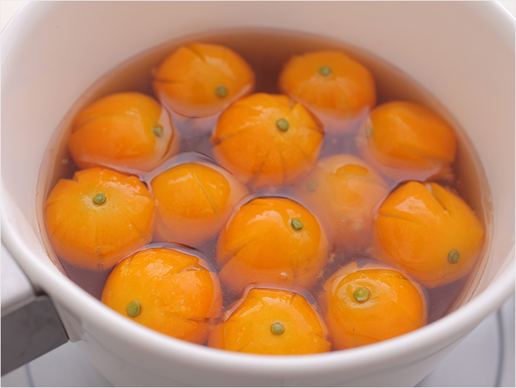 金柑を煮ているイメージ