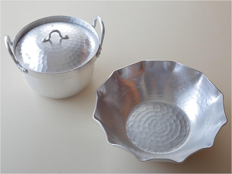 段付き鍋とうどんすき鍋の写真