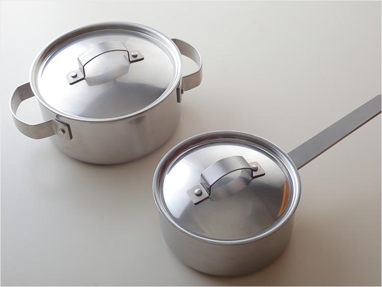 両手鍋と片手鍋の比較写真
