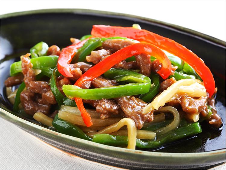 <中国飯店 富麗華>牛肉とパプリカ・ピーマンの炒め
