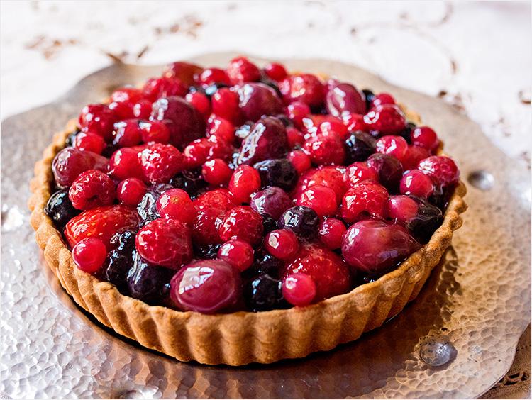 <キル フェ ボン>甘酸っぱいフルーツとサワークリームのタルト