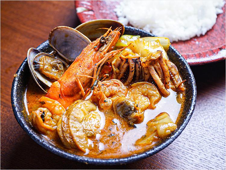 <スープカレー奥芝商店>北海道の恵み!竜宮の賄い海鮮スープカレー