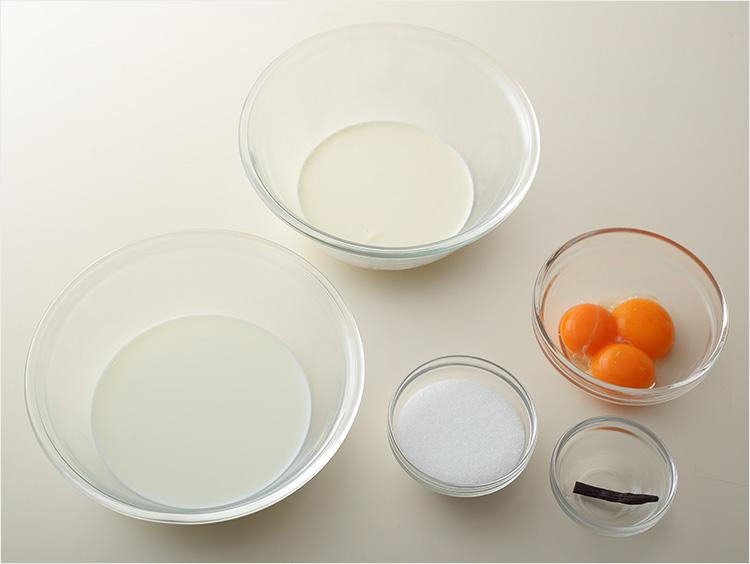 バニラアイスクリームの材料の集合写真